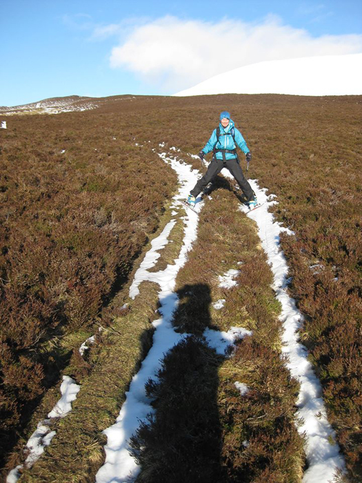 A very narrow piste on our way back out from Bheinn A'Ghlo... but still skiable.
